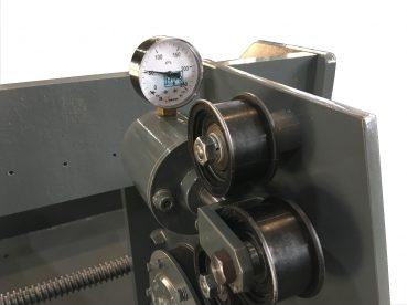 Устройство для натяжения стеклоленты при наложении бандажа манометр