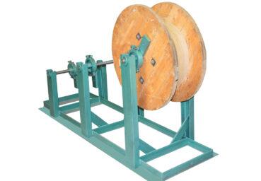 Стойка с тормозом для установки барабанов и натяжения проводов