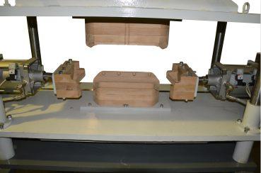 Пресс пневматический для формовки секций электродвигателей крупным планом